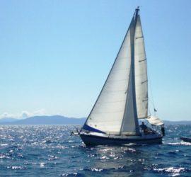 Aloa 27 onder zeil op de Ionische Zee